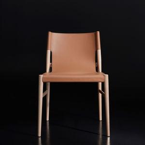 silla contemporánea / ergonómica / de madera / de cuero