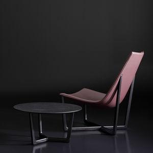 sillón bajo contemporáneo / de cuero / de fresno / de nogal