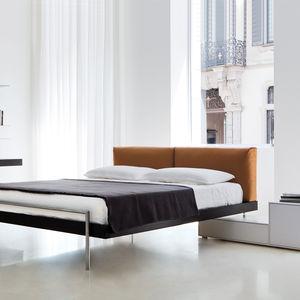 cama de matrimonio / contemporánea / con cabecero tapizado / de fresno