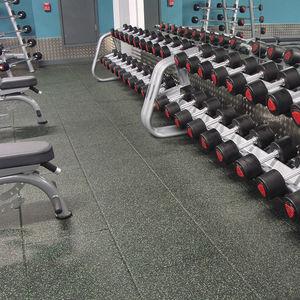 pavimento deportivo de caucho / de interior / para sala polideportiva