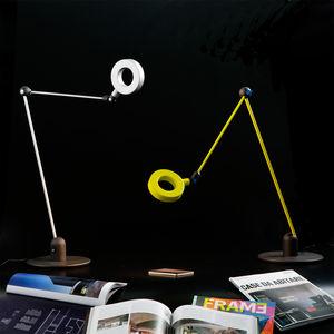 lámpara de mesa / de diseño original / de metal / con brazo articulado