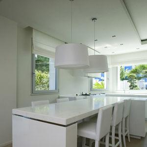 ventana abatible / oscilobatiente / de pivote / de aluminio