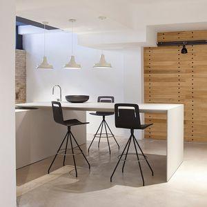 silla de bar contemporánea / tapizada / con reposapiés / con reposabrazos
