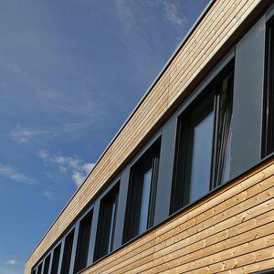 ventana oscilante corredera / de madera / de acero / de material compuesto