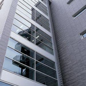 fachada ventilada de gres porcelánico