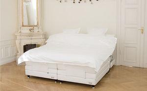 cama de matrimonio / contemporánea / tapizada / con cabecero reclinable