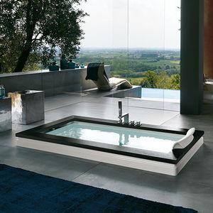 bañera de fibra acrílica / de madera / de piedra / hidromasaje