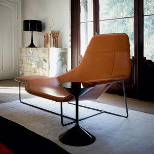 mesa de centro contemporánea / de poliuretano / con base de acero lacado / redonda