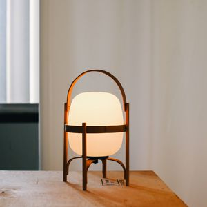 lámpara portátil / de diseño original / de vidrio opalescente / de cerezo