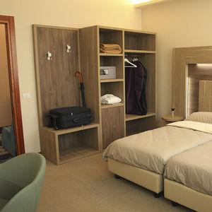 vestidor contemporáneo / de madera / contract / para hotel