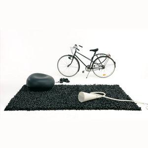 alfombra contemporánea / de color liso / de poliéster / de caucho