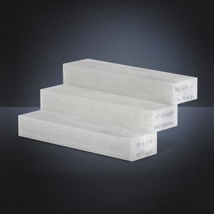 escalera recta / estructura de hormigón / con peldaños de hormigón / con contrahuellas