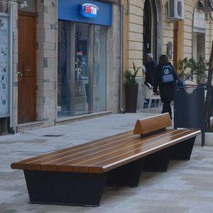 banco público / contemporáneo / de madera maciza / de acero
