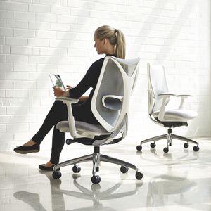 sillón de oficina contemporáneo / de malla / con ruedas / con reposabrazos