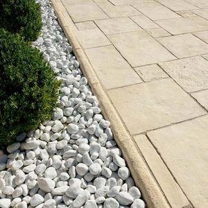 bordillo de jardín / de piedra reconstituida / lineal