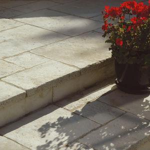 solería de piedra reconstituida / de exterior