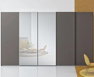 armario contemporáneo / de madera lacada / con puertas corredizas / con espejo
