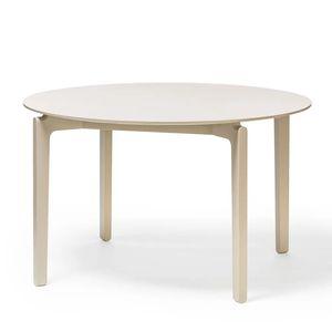 mesa de estilo escandinavo