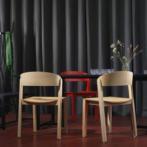 silla contemporánea / apilable / con patas estándar / de haya