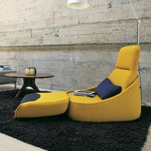 sillón bajo contemporáneo / de tejido / con reposapiés / con respaldo alto