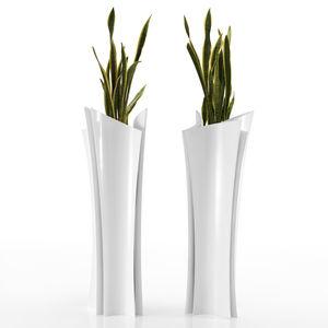 florero contemporáneo / de resina