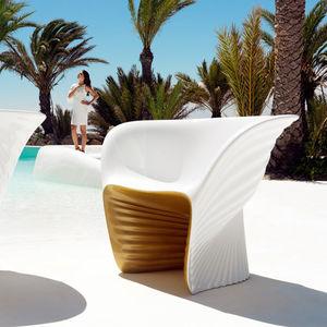 sillón de diseño orgánico / de polietileno rotomoldeado / de Ross Lovegrove / de jardín