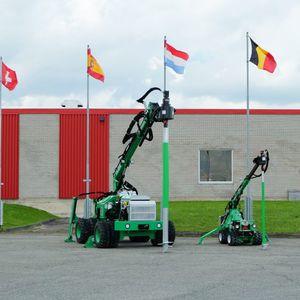 pilote atornillados / helicoidal / de metal / para construcción en contenedor