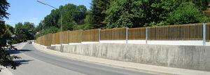 barrera acústica / fija / de pino / para espacio público