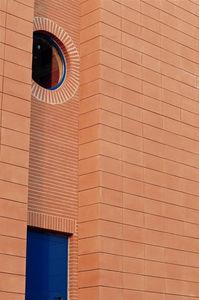 revestimiento de fachada de paneles / de terracota / liso