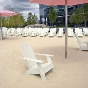 sillón moderno / de polietileno / con reposabrazos / reciclable