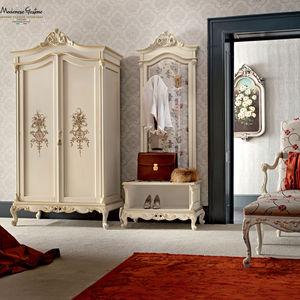 armario de estilo / de madera / de madera lacada / con puertas batientes