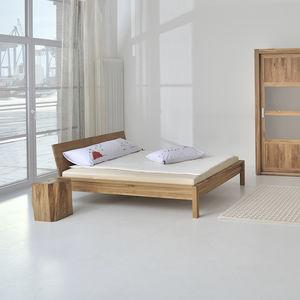cama de matrimonio / de diseño escandinavo / con cabecero / a medida