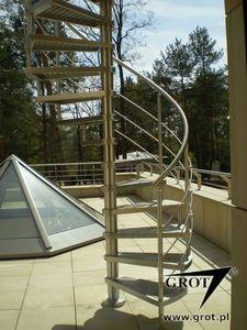 escalera de caracol / estructura de metal / con peldaños de madera / sin contrahuellas