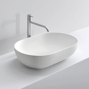 lavabo sobre encimera / ovalado / de cerámica / contemporáneo