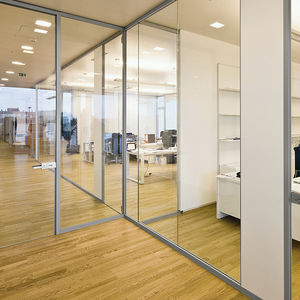 tabique amovible / de vidrio / para oficina / transparente