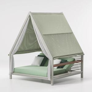 cama de jardín con dosel