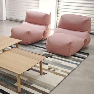 sillón bajo contemporáneo / de algodón / ergonómico / negro