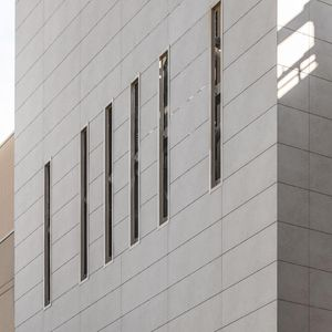 revestimiento de fachada para fachada ventilada / de paneles / de cerámica / pulido