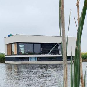 casa flotante / contemporánea / con terraza