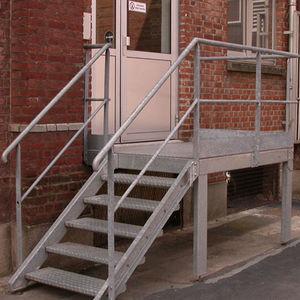 escalera recta / estructura de metal / con peldaños de metal / sin contrahuellas