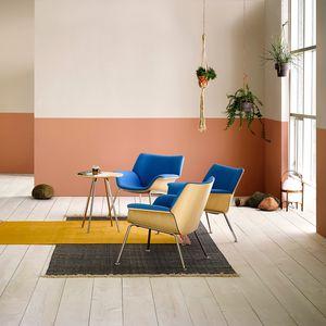 sillón de visita contemporáneo / de tejido / de madera / con reposabrazos