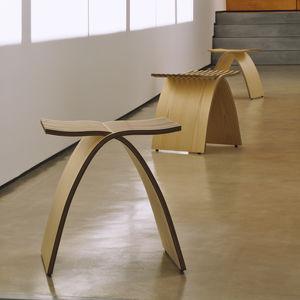 taburete contemporáneo / de madera / de cartón / para el sector servicios