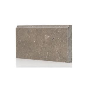 zócalo de piedra natural