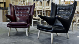 sillón clásico / de algodón / con orejas / de Hans J. Wegner
