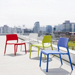 silla contemporánea / apilable / impermeable / de plástico