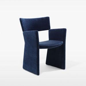 silla contemporánea / tapizada / con reposabrazos / patín