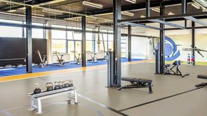 pavimento deportivo de linóleo / de interior / para sala polideportiva