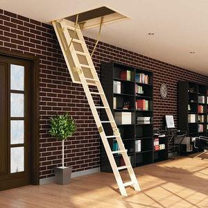 escalera elevada de madera