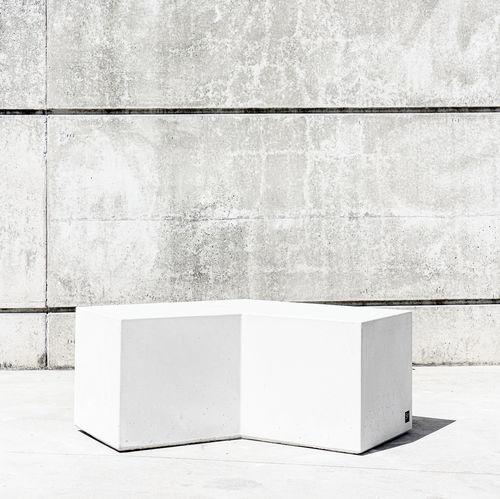 banco público / contemporáneo / de hormigón