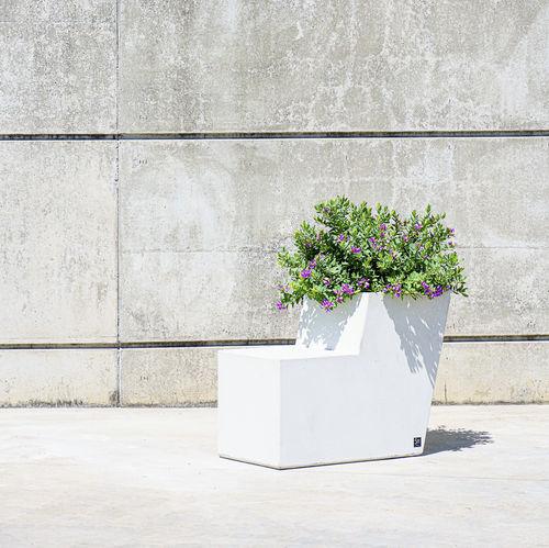 banco público / contemporáneo / de hormigón / con respaldo